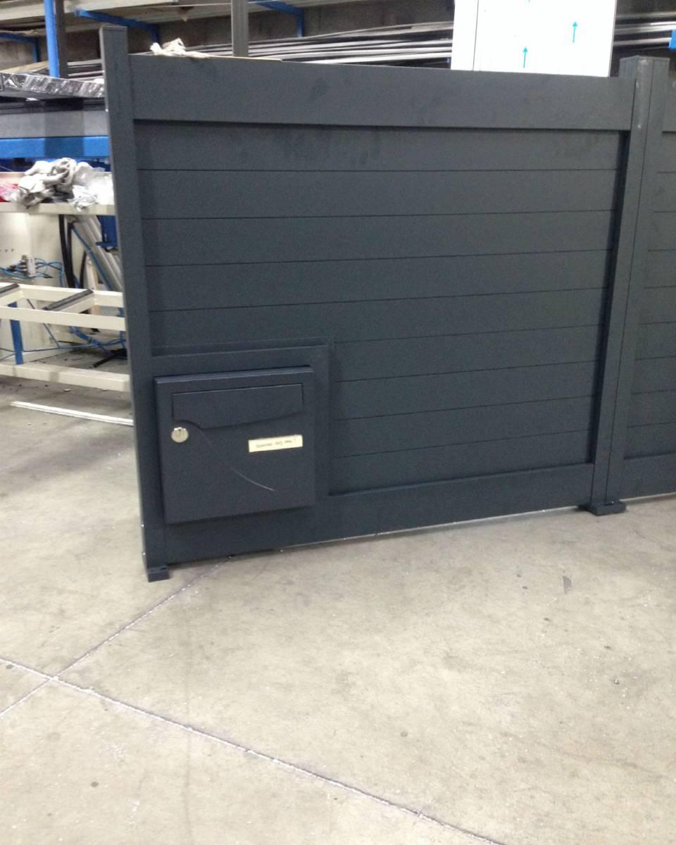 fabrication d une cl ture et d un portail coulissant en aluminium gris anthracite ral 7016 eco. Black Bedroom Furniture Sets. Home Design Ideas