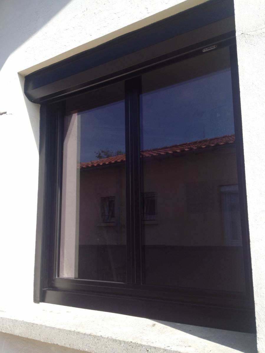 Fabrication et installation de fen tres sur mesure en for Fenetre gris anthracite ral 7016