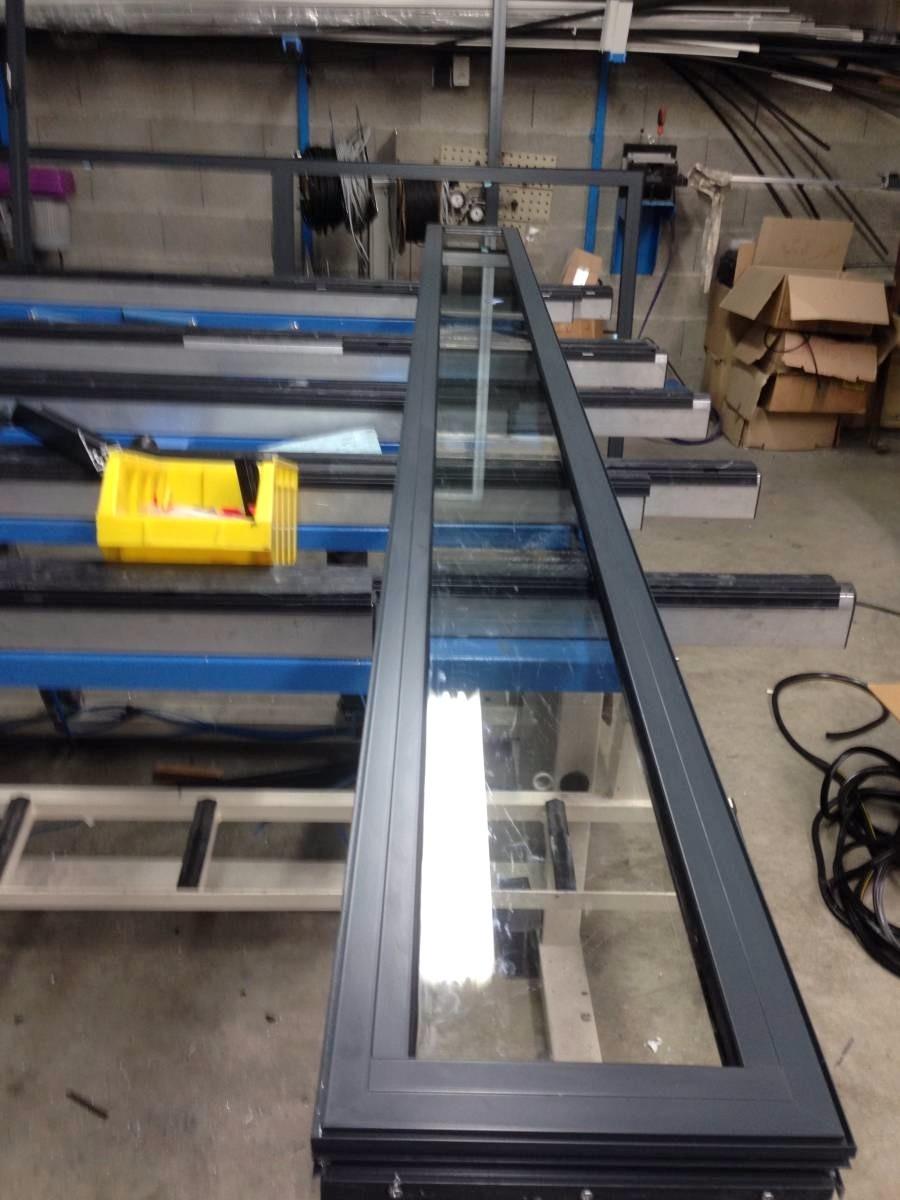 fabrication de ch ssis fixe en aluminium gris anthracite ral 7016 pour un de nos clients situ. Black Bedroom Furniture Sets. Home Design Ideas